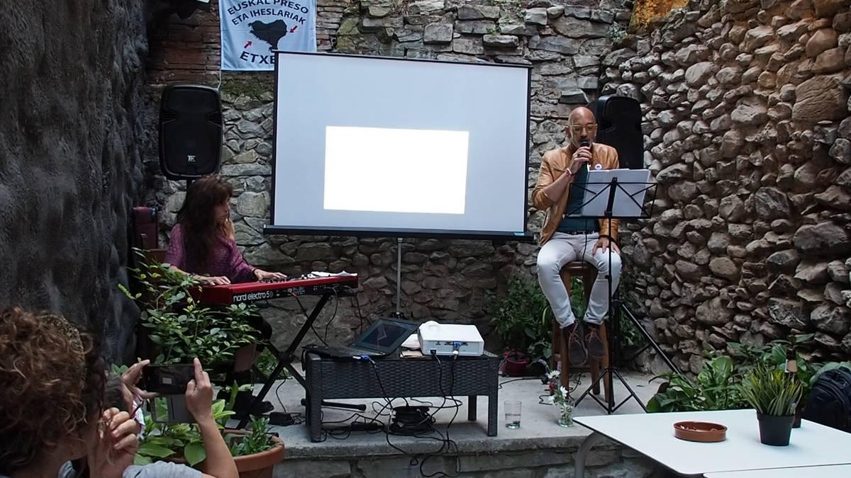Poesia eta musika uztartu dituzte Izaskun Del Cerro eta Mikel Etxaburuk euren proiektu berrian