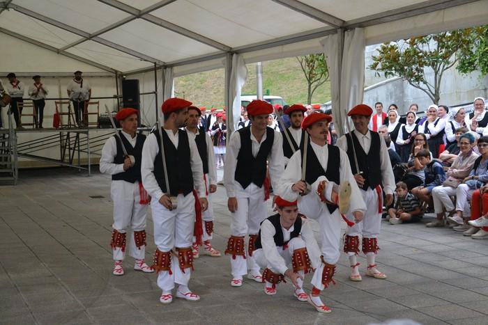 Untzueta dantza taldeak 35. urteurrena ospatu zuen atzo - 65