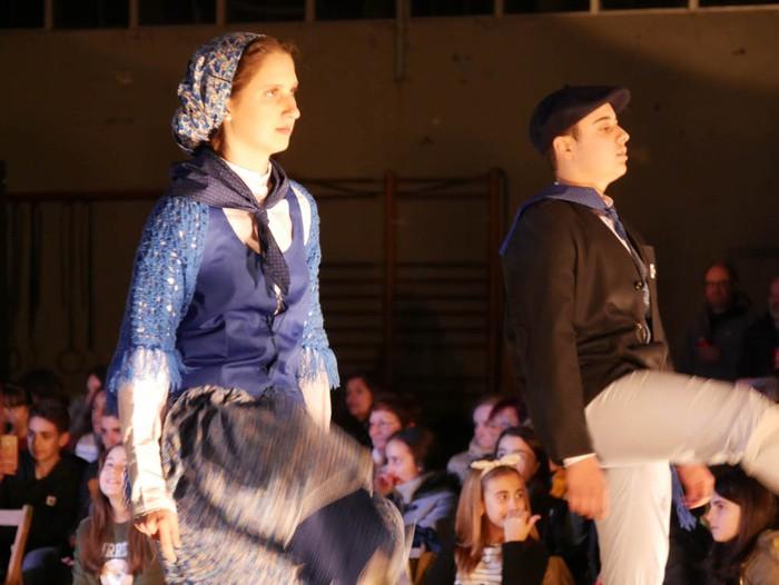 Ikasbidaia antolatzeko moda desfilea egin zuten ikastolan - 11
