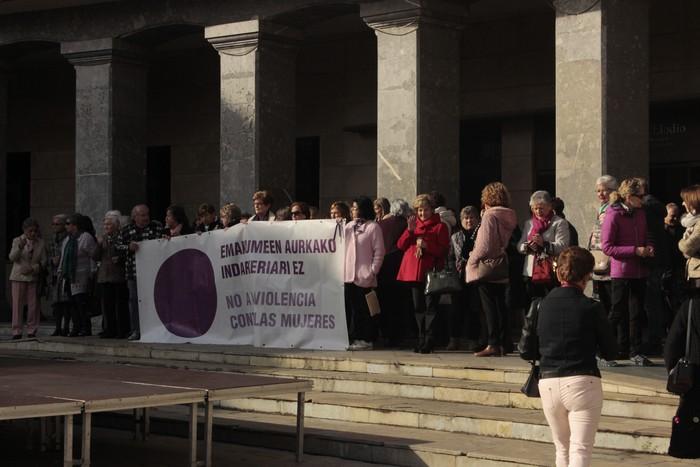 Indarkeria matxistaren aurka mobilizatu dira eskualde osoan - 56