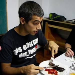 Gizarte Etxeko boluntarioak elkartu ziren pasa den astean afaltzeko