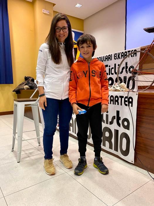 Lourdes Oyarbide Movistarreko txirrindulariak solasaldia eskaini zuen ostiralean Amurrion - 5