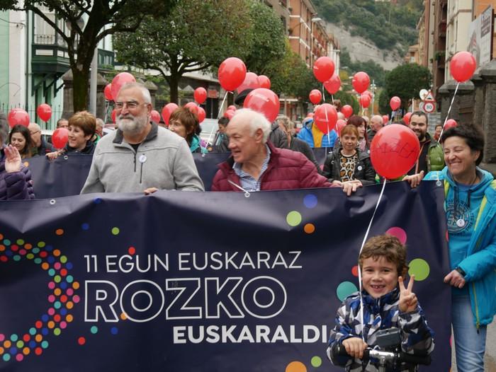 Eskualdeko Ahobiziek eta Belarriprestek bete dute herriko plaza Euskaraldiaren egun nagusian - 36
