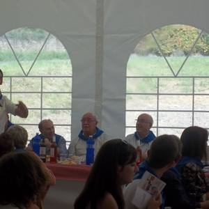 Auzokide ugarik hartu zuten parte Andoni Armentia apaizari eginiko omenaldian