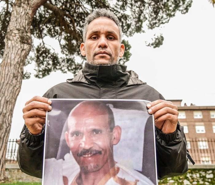 """""""Nire osaba duela 10 urte desagertu zen eta Algeriako estatuak eta Polisarioak argitu behar dute non dagoen"""""""