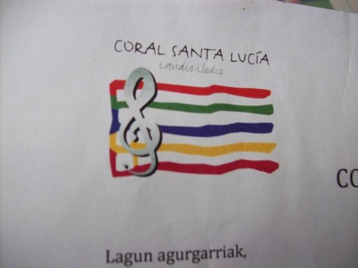 Musika, antzerki eta dantza eskola ofiziala sortzeko bidean Arte-Ón Fundazioa aurkeztu du Laudioko Santa Luzia Abesbatzak