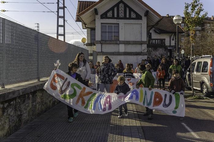 """ARGAZKIAK: """"Aiaraldea euskaldun!"""" lemapean konpromiso eta maitasunez bete da Amurrio - 117"""