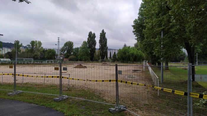 Hasi dira Reforreko erabilera anitzeko futbol zelaia eraikitzeko lanak