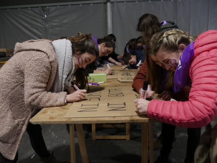 Ehunka emakume* grebalarik hartu dituzte Aiaraldeko kale eta plazak - 13