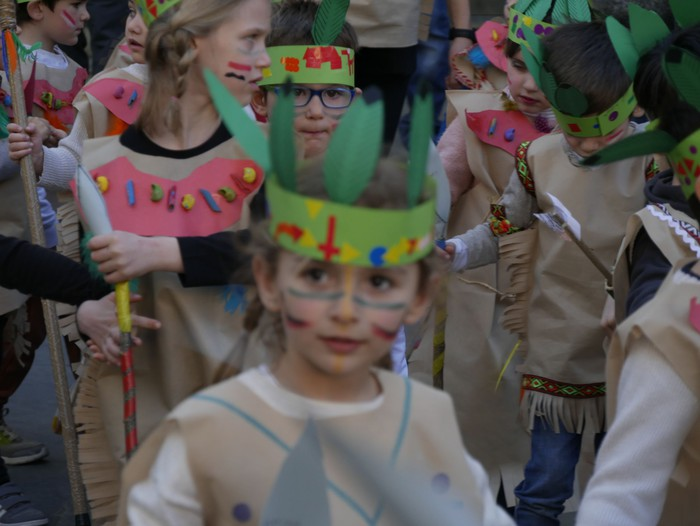 """""""Munduko kulturak"""" atera dituzte kalera Ikastolako haurrek, eta Aretako Kultura Etxea zirku bihurtu dute - 56"""