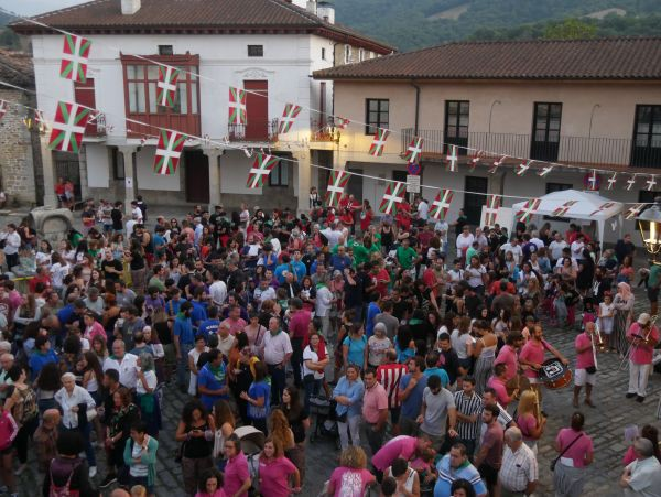 Ana Perezen pregoiari jarraiki, festarekin gaztetu da Artziniega - 30