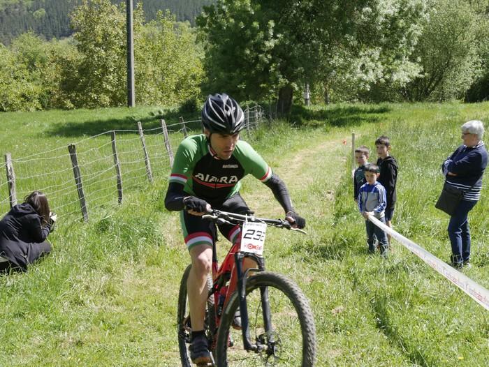 Zuriñe Frutosek eta Iñaki Isasik irabazi dute Aiarako Mendi Duatloia - 78