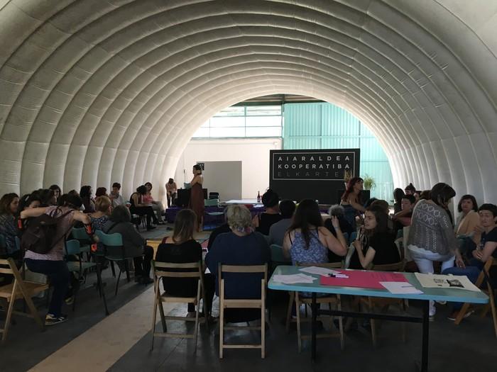 Aiaraldeko emakume feministen topaketa argazkitan - 18