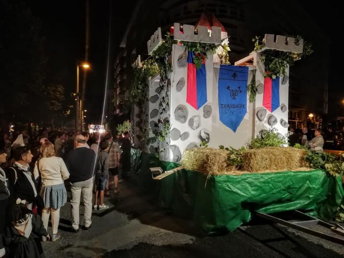 Kuadrillen karrozek koloreztatu dute Amurrioko jaien bosgarren eguna - 63