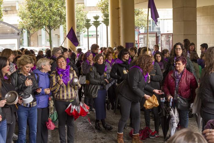 Ehunka emakume* grebalarik hartu dituzte Aiaraldeko kale eta plazak - 164