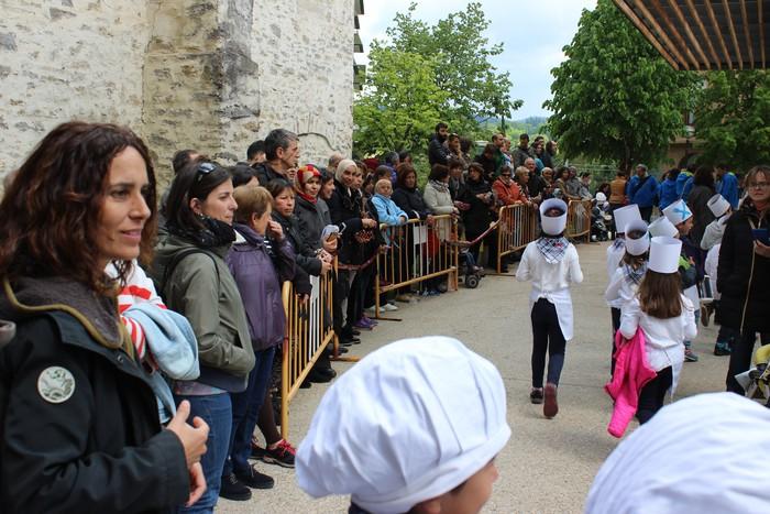 San Anton plazan egin dute umeek San Prudentzioko danborrada - 8