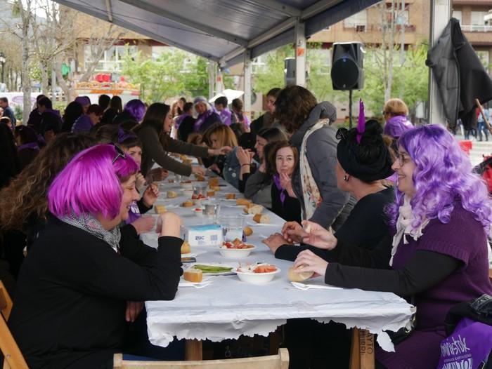 Ehunka emakume* grebalarik hartu dituzte Aiaraldeko kale eta plazak - 109