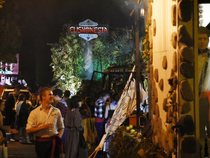 Irudimen uholde batek zeharkatu ditu Amurrioko kaleak karrozen desfilean - 22