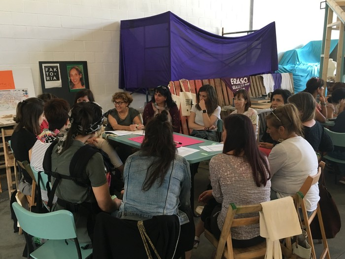 Aiaraldeko emakume feministen topaketa argazkitan - 39