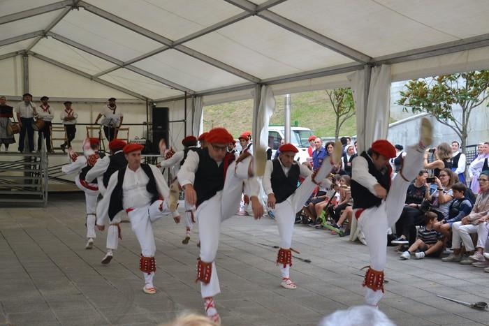 Untzueta dantza taldeak 35. urteurrena ospatu zuen atzo - 57