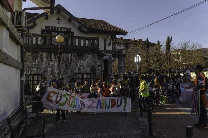 """ARGAZKIAK: """"Aiaraldea euskaldun!"""" lemapean konpromiso eta maitasunez bete da Amurrio - 115"""