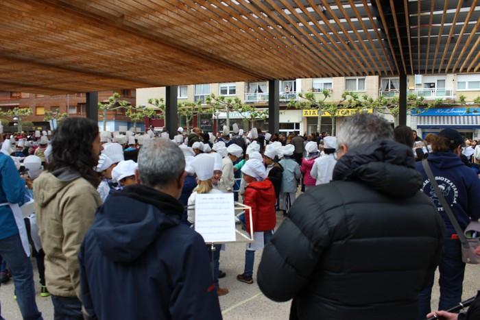 San Anton plazan egin dute umeek San Prudentzioko danborrada - 11