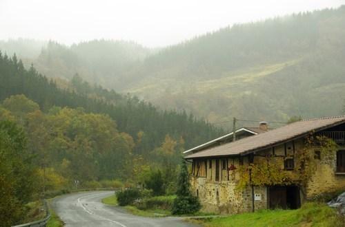 Edateko uraren hodia berritu da Bergantza, Bergantzagoiti eta Larrinben