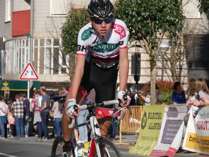 Pablo Fernandezek irabazi zuen sprintean Aiarako Birako lehen etapa - 4
