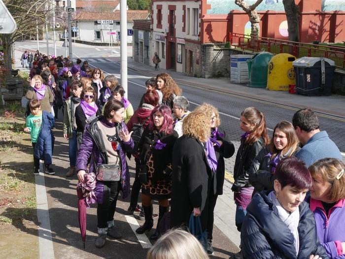 Ehunka emakume* grebalarik hartu dituzte Aiaraldeko kale eta plazak - 78