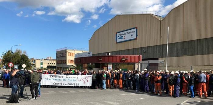 Tubos Reunidoseko sindikatuak parte hartzen ari dira Trapagako kaleratzeen aurkako mobilizazioetan