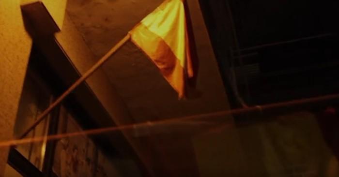 Espainiako bandera jarri du Aiaraldeko Ernaik EAJren egoitzan, PPren aurrekontuei baiezkoa eman dietela salatzeko