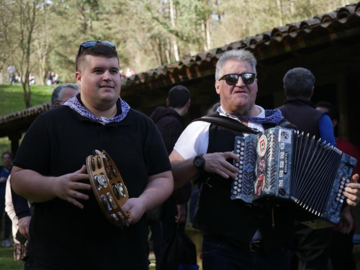Hainbat pertsona bildu ziren Laudion eta Arrankudiagan Kanporamartxo ospatzeko - 4