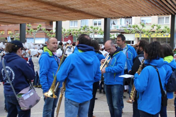 San Anton plazan egin dute umeek San Prudentzioko danborrada - 12