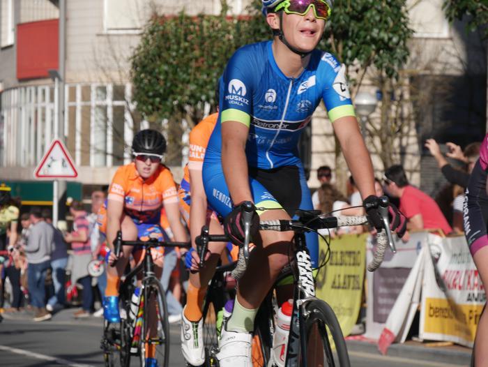 Pablo Fernandezek irabazi zuen sprintean Aiarako Birako lehen etapa - 92