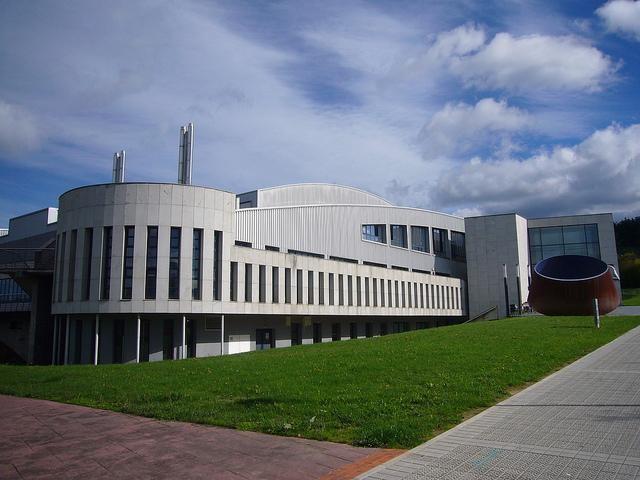 Bañueta Kiroldegiko kudeaketa publiko bilakatzeko proposatu dute Orain Amurriok eta Amurrio Guk Baik