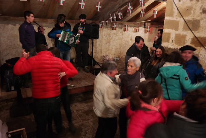 Antzinako ohitura jarraiki ospatu zuten San Anton jaia Baranbion - 4