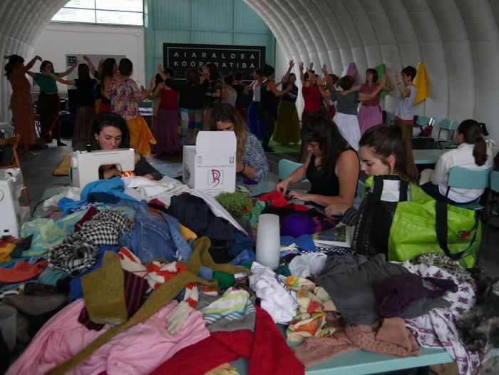 Aiaraldeko emakume feministen topaketa argazkitan - 2
