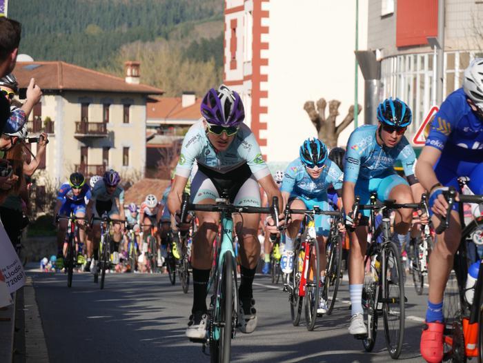 Pablo Fernandezek irabazi zuen sprintean Aiarako Birako lehen etapa - 88