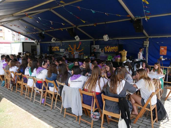 Saretzeko ekintzak eta espazioak uztartu zituen atzo Egun feministak - 28