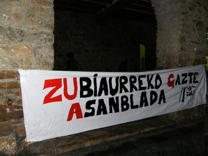 ZUGA Zubiaurreko Gazte Asanbladaren aurkezpena egin zan atzo herriko Kultur Etxean