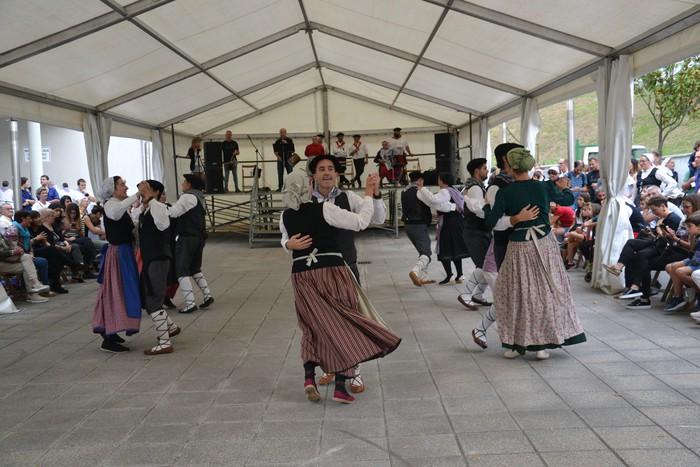 Untzueta dantza taldeak 35. urteurrena ospatu zuen atzo - 36