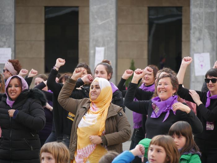 Arratsaldean eta gauean jarraitu du greba feministak, ehunka emakumeren* parte hartzearekin - 46