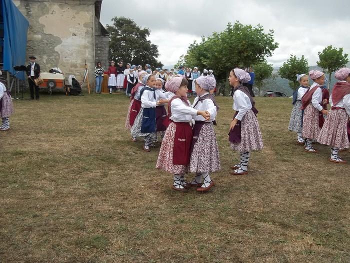 Etxaurrengo jaiak ospatu zituzten atzo baselizaren bueltan - 13