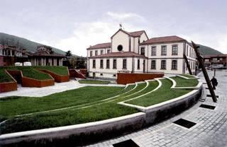 Carlos Varela marrazkilariak bere lanaren zati emango dio Artziniega Museoari