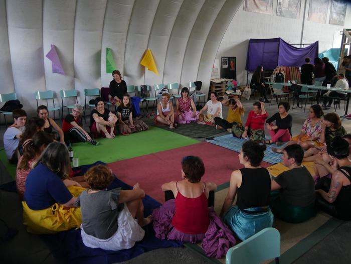 Aiaraldeko emakume feministen topaketa argazkitan - 104