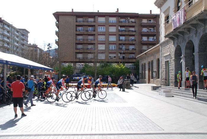 Pablo Fernandezek irabazi zuen sprintean Aiarako Birako lehen etapa - 12