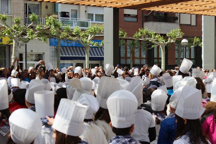 San Anton plazan egin dute umeek San Prudentzioko danborrada - 23