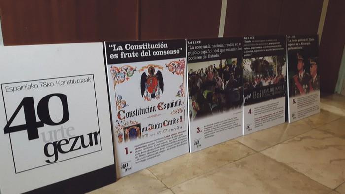 Espainiar Konstituzioari buruzko Udalbiltzaren erakusketa ikusgai