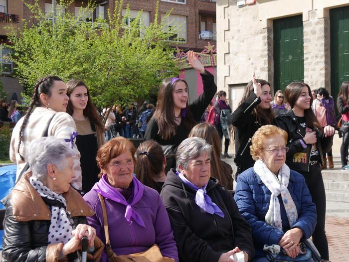 Ehunka emakume* grebalarik hartu dituzte Aiaraldeko kale eta plazak - 80