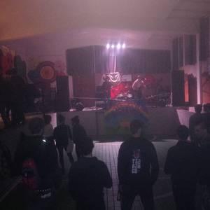 Hainbat musika taldek girotu zuten Txondor Gaztetxeko elkartasun gaua